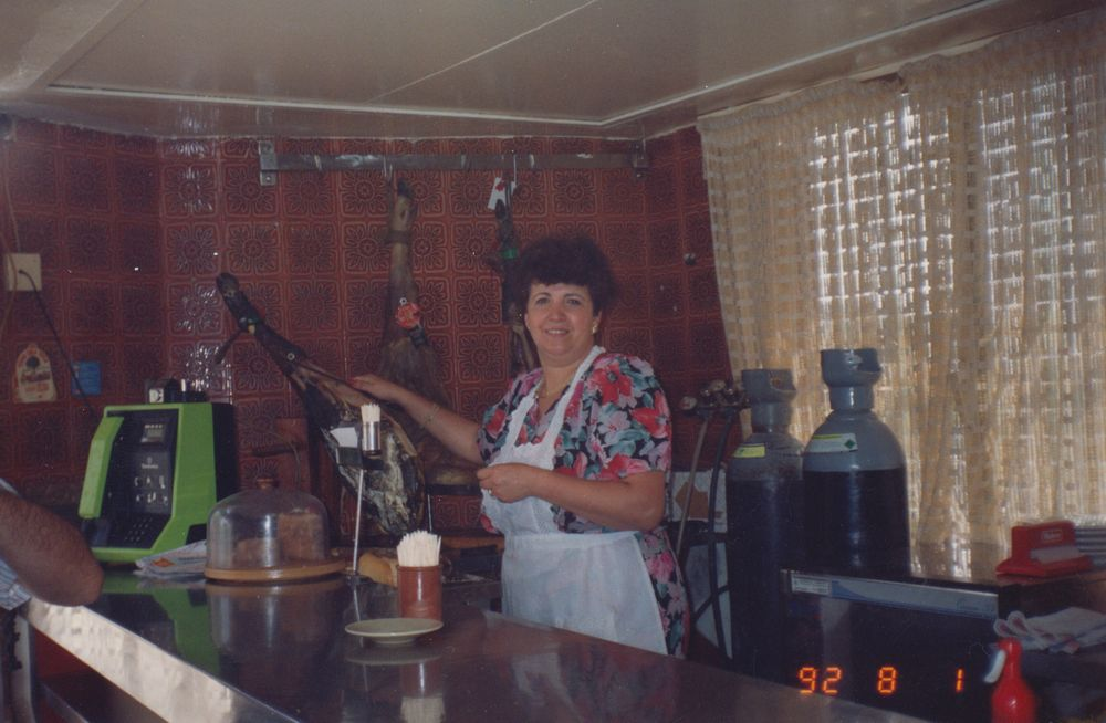 Angelita_en_el_bar_1988