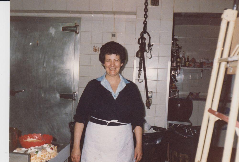Juani_en_la_cocina_1988_